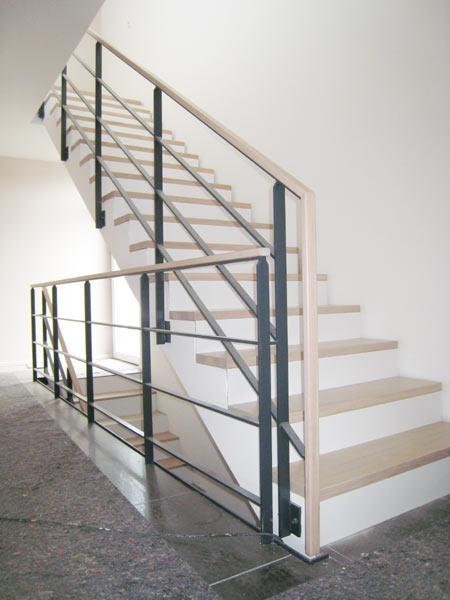 treppen center oberschwaben betontreppe belegt mit massivholzstufen. Black Bedroom Furniture Sets. Home Design Ideas