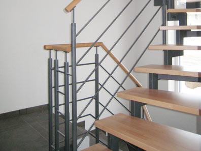 treppen center oberschwaben zweiholmtreppe mit stufen aus buche. Black Bedroom Furniture Sets. Home Design Ideas